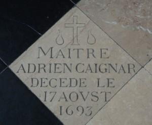 exemple d'une des nombreuses pierres tombales sur le sol de la cathédrale