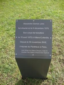 inauguration de la plaque Dumas près de l'église Saint-Aubin de Neuville-les-Dieppe (4)